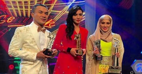 Siti Elizad Dinobat Juara Gempak Star Musim Pertama